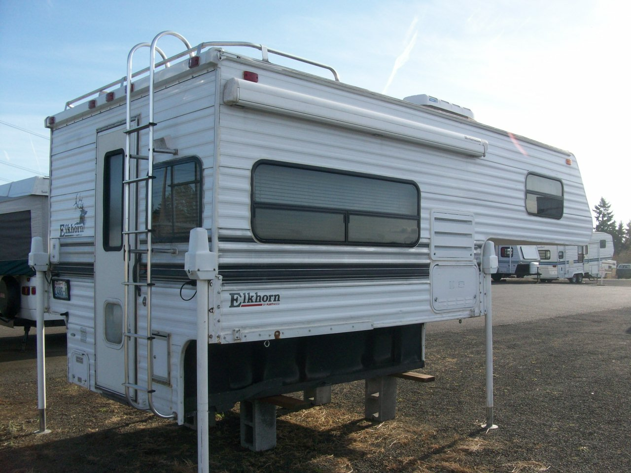 1998 Fleetwood 8 Elkhorn Slide In Camper